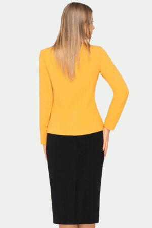 Garsonka miodowa. Żółty żakiet z czarna spódnicą