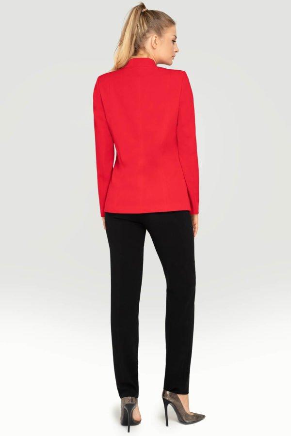 Kostium czerwony z czarnymi spodniami tył